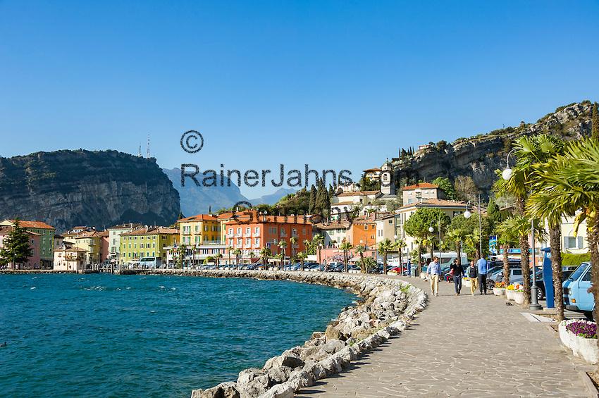 Italy, Trentino, Lake Garda, Torbole: lakeside promenade | Italien, Trentino, Gardasee, Torbole: Seepromenade