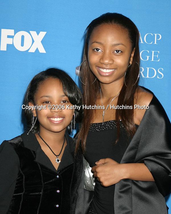 Deedee & Aree Davis.37th NAACP Image Awards.Shrine Auditorium.Los Angeles, CA.February 25, 2006.©2006 Kathy Hutchins / Hutchins Photo....                 V