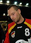 Handball Herren, Laenderspiel, UNIVERSA-CUP Hanns-Martin-Schleyerhalle Stuttgart (Germany) Nationalmannschaften, Deutschland - Tschechien Christian Schwarzer (GER) gibt Autogramme