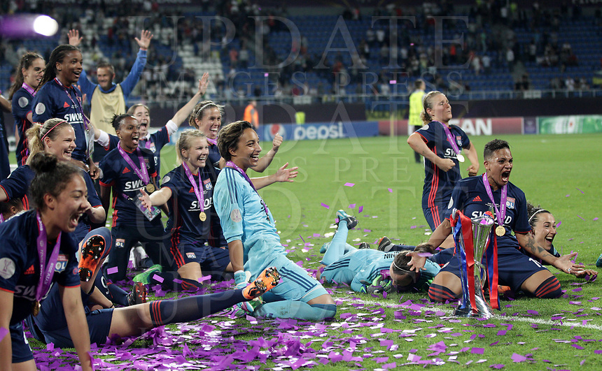 Football, Uefa Women's Champions League Final, VfL Wolfsburg - Olympique Lyonnais, Valeriy Lobanovskyi Stadium in Kiev on May 24, 2018.<br /> Olympique Lyonnais' players celebrate with the trophy after winning 4-1 the Uefa Women's Champions League Final against VfL Wolfsburg at Valeriy Lobanovskyi Stadium in Kiev on May 24, 2018.<br /> UPDATE IMAGES PRESS/Isabella Bonotto
