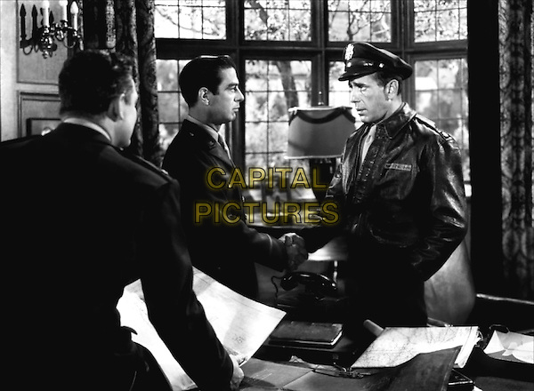 RICHARD WHORF & HUMPHREY BOGART.in Chain Lightning.*Filmstill - Editorial Use Only*.CAP/PLF.Supplied by Capital Pictures.