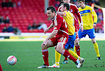 Aberdeen v St Johnstone....19.02.12   SPL.Gavin Rae is tackled by Jody Morris.Picture by Graeme Hart..Copyright Perthshire Picture Agency.Tel: 01738 623350  Mobile: 07990 594431