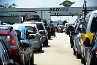 SAO PAULO, SP, 27.12.2013 -Movimento na Rodovia dos Imigrantes sentido litoral sul.Na saída para o feriado de Ano Novo. : Adriano Lima / Brazil Photo Press).