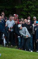 22.05.2015. Wentworth, England. BMW PGA Golf Championship. Round 2. Bernd Wiesberger [AUT] from the gallery on the 18th Green
