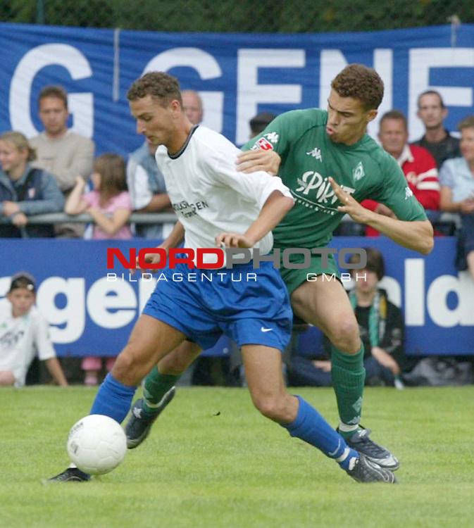 1. BL 2003/2004<br /> Testspiel Kickers Emden vs. SV Werder Bremen<br /> Valerien Ismael (rechts) von Werder Bremen.<br /> (Info: Kickers Emden spielt in der Oberliga Niedersachsen/Bremen)<br /> Foto &copy; nordphoto <br /> <br />  *** Local Caption *** Foto ist honorarpflichtig! zzgl. gesetzl. MwSt.<br />  Belegexemplar erforderlich<br /> Adresse: nordphoto<br /> Georg-Reinke-Strasse 1<br /> 49377 Vechta