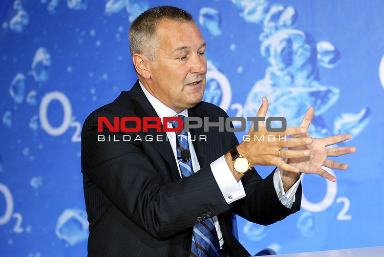 Modern Surfing mit Dieter Bohlen bei O2<br /> Rudolf Groeger, CEO von O2 Germany bei der Pressekonferenz Vorstellung des neuen Werbepartners Dieter Bohlen.<br /> Foto &copy; nordphoto
