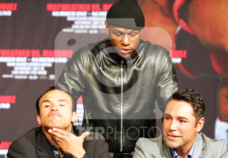 Floyd Mayweather Jnr tries to provoke Juan Manuel Marquez and Oscar De La Hoya. v Juan Manuel Marquez press conference at the MGM Grand to announce the comeback of Floyd Mayweather Jnr on July 18th 2009.