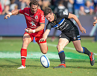 Bath Rugby's Freddie Burns fails to put the ball down after crossing the line under pressure from Toulouse Rugby's Maxime M&eacute;dard<br /> <br /> Photographer Bob Bradford/CameraSport<br /> <br /> European Rugby Champions Cup - Bath Rugby v Toulouse - Saturday 13th October 2018 - The Recreation Ground - Bath<br /> <br /> World Copyright &copy; 2018 CameraSport. All rights reserved. 43 Linden Ave. Countesthorpe. Leicester. England. LE8 5PG - Tel: +44 (0) 116 277 4147 - admin@camerasport.com - www.camerasport.com
