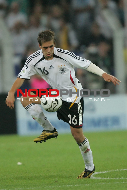 FIFA WM 2006 -  Semi Finals / Halbfinale<br /> Play    #61 (04-Juli) - Deutschland - Italien 0:2 n.V.<br /> <br /> Philipp Lahm von Deutschland in Einzel Aktion.<br /> Philipp Lahm stoppt den Ball in der Luft.<br /> <br /> Foto &copy; nordphoto