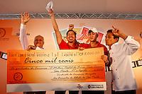 """SAO PAULO, SP, 27 AGOSTO 2012 - MELHOR PASTEL DE FEIRA DA CIDADE - Concurso Tira Teima 2012 """"Melhor Pastel de Feira da Cidade"""", na Praca Chales Muller na regiao do Pacaembu, nesta segunda-feira, 27. (FOTO: ALE VIANNA  / BRAZIL PHOTO PRESS)."""