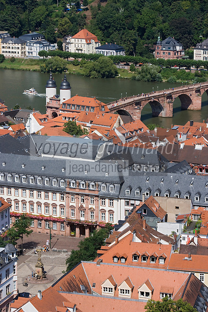 Europe/Allemagne/Bade-Würrtemberg/Heidelberg: vue sur la ville et la vallée du Neckar depuis le Rondell du Chateau et pont Karl-Théodore Brücke