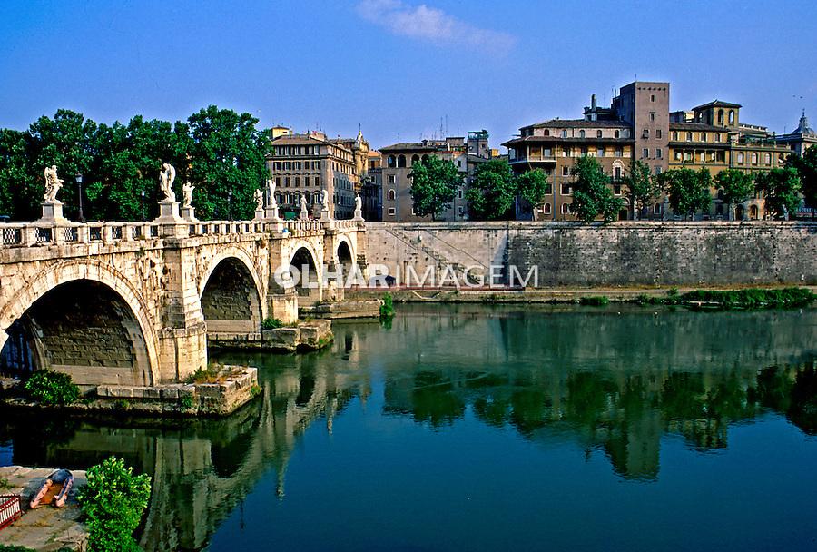 Ponte Santo Angelo e Rio Tevere em Roma. Itália. 1998. Foto de Juca Martins.