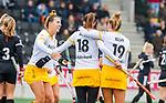 AMSTELVEEN -  Lidewij Welten (DenBosch)  heeft gescoord en viert het met Lieke Hulsen (DenBosch) en Frederique Matla (DenBosch)   tijdens de hoofdklasse hockeywedstrijd dames,  Amsterdam-Den Bosch.   COPYRIGHT KOEN SUYK