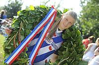 FIERLJEPPEN: GRIJPSKERK: 27-08-2016, Nederlands Kampioenschap Fierljeppen/Polsstokverspringen,  Sigrid Bokma, 14.82 meter (meisjes), ©foto Martin de Jong