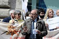 Roma, 3 Maggio 2019<br /> Giuseppe Giulietti.<br /> Giornaliste e giornalisti protestano per chiedere alle istituzioni europee di impegnarsi di più per la libertà di stampa e per dire no a minacce e aggressioni contro croniste e cronisti durante la Giornata Mondiale per la libertà di Stampa.