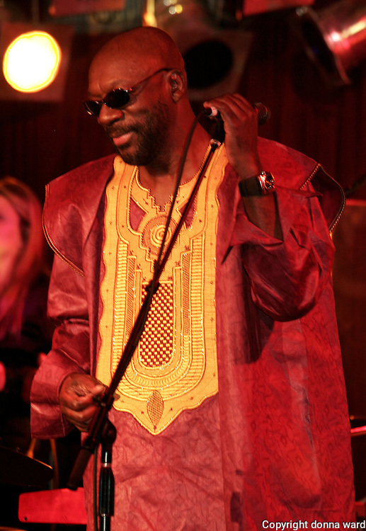 NEW YORK - JANUARY 27:  Singer Isaac Hayes performs at B. B. King Blues Club and Grill in Times Square on January 27, 2007 in New York City.