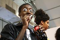 SÃO PAULO,SP, 24.10.2016 - SPFW-BACKSTAGE - Movimentação no backstage da grife Patricia Vieira durante a São Paulo Fashion Week N42 no Parque do Ibirapuera na região sul de São Paulo nesta segunda-feira, 24. (Foto: Fabricio Bomjardim/Brazil Photo Press)