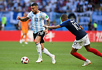 KAZAN - RUSIA, 30-06-2018: Kylian MBAPPE (Der) jugador de Francia disputa el balón con Nicolas OTAMENDI (Izq) jugador de Argentina durante partido de octavos de final por la Copa Mundial de la FIFA Rusia 2018 jugado en el estadio Kazan Arena en Kazán, Rusia. / Kylian MBAPPE (R) player of France fights the ball with Nicolas OTAMENDI (L) player of Argentina during match of the round of 16 for the FIFA World Cup Russia 2018 played at Kazan Arena stadium in Kazan, Russia. Photo: VizzorImage / Julian Medina / Cont