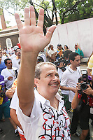 RECIFE, PE, 01.03.2014 - CARNAVAL / RECIFE / GALO DA MADRUGADA - <br /> O governador de Pernambuco, Eduardo Campos (PSB), durante café da manhã e concentração do Galo da Madrugada, maior bloco de carnaval do mundo, no centro de Recife, na manhã deste sábado (01). (Foto: William Volcov / Brazil Photo Press).