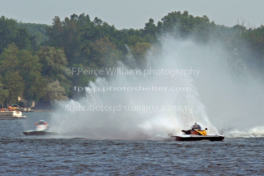 "Brandon Kennedy,A-7 ""Magic"" (L) and Buster Graham, A-66 ""Mr. Bud III"" (2.5 MOD class hydroplane(s)"