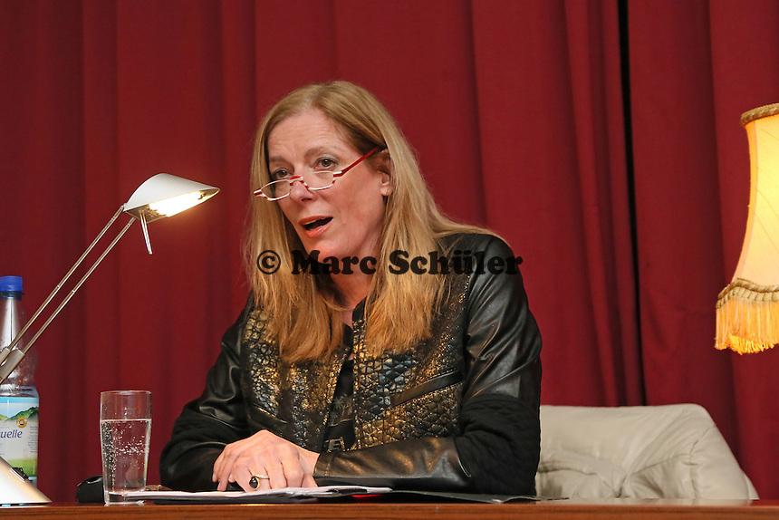 Vera Bleibtreu (bürgerlich Pfarrerin Angela Rinn) liest aus ihrem neuen Buch