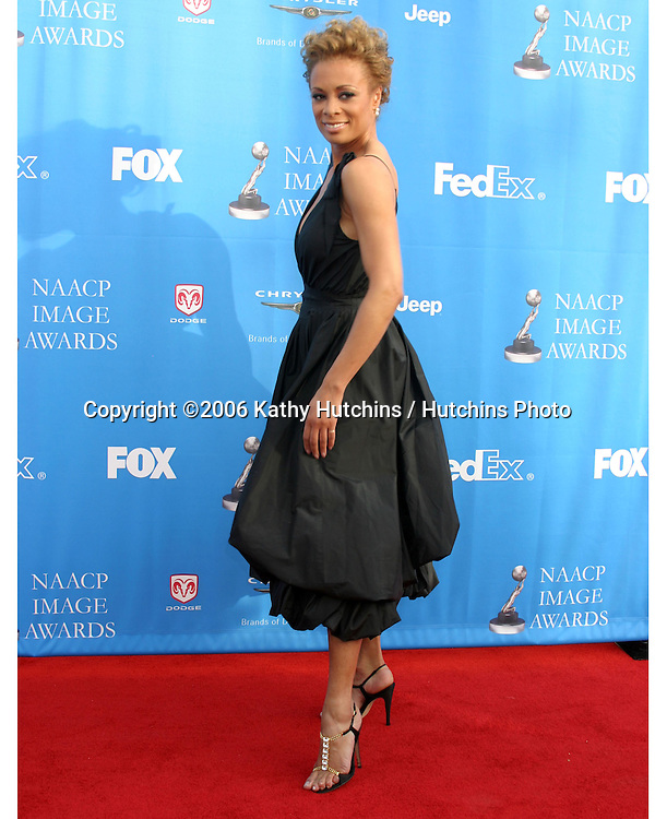 Valerie Pettiford.37th NAACP Image Awards.Shrine Auditorium.Los Angeles, CA.February 25, 2006.©2006 Kathy Hutchins / Hutchins Photo....