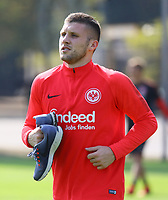 Ante Rebic (Eintracht Frankfurt) mit seinen Laufschuhen - 05.09.2018: Eintracht Frankfurt Training, Commerzbank Arena, DISCLAIMER: DFL regulations prohibit any use of photographs as image sequences and/or quasi-video.