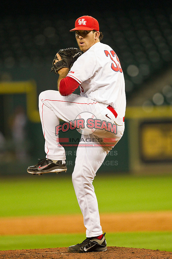 Houston Cougars relief pitcher Mo Wiley #33 in action against the Tennessee Volunteers at Minute Maid Park on March 2, 2012 in Houston, Texas.  The Cougars defeated the Volunteers 7-4.  (Brian Westerholt/Four Seam Images)