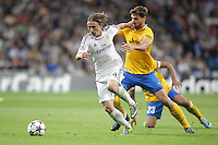Real Madrid´s Luka Modric (L) and Juventus´s Llorente during Champions League 2013-14 match in Bernabeu stadium, Madrid. October 23, 2013. (ALTERPHOTOS/Victor Blanco)
