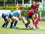 NIJMEGEN -   Mirte Jansen (Huizen) met Britt van Beek (Nijm.)  tijdens  de tweede play-off wedstrijd dames, Nijmegen-Huizen (1-4), voor promotie naar de hoofdklasse.. Huizen promoveert naar de hoofdklasse.  COPYRIGHT KOEN SUYK