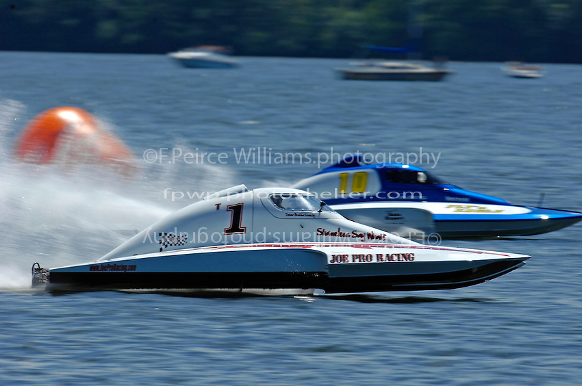"""Brandon Kennedy, T-1 """"Shameless Say What"""" and Alexis Weber, T-10 """"Flirtin' With Disaster"""" (1.5 Litre Stock hydroplane(s)"""