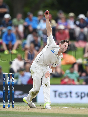 22.02.2016. Christchurch, New Zealand.  Matt Henry bowling on Day 3 of the 2nd test match. New Zealand Black Caps versus Australia. Hagley Oval in Christchurch, New Zealand. Monday 22 February 2016.