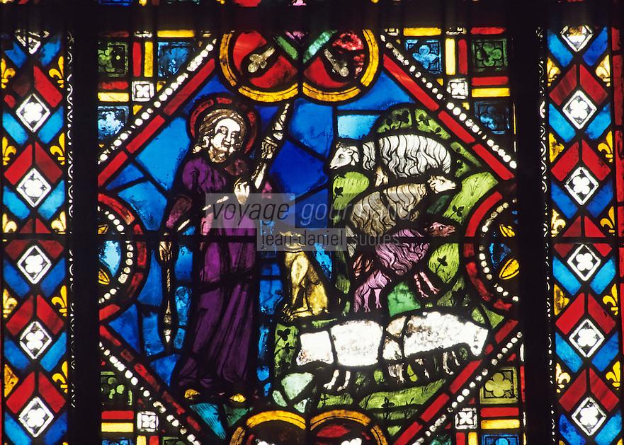 """Europe/France/Auverne/63/Puy-de-Dôme/Clermont-Ferrand: La cathédrale Notre-Dame-de-l'Assomption (gothique) - Vitraux (XII-XVèmes siècles) du choeur - """"Les Métiers"""""""