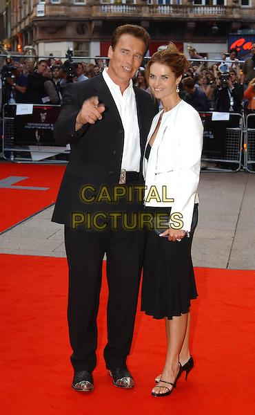 "ARNOLD SCHWARZENEGGER.& MARIA SHRIVER.""Terminator 3"" film premiere.Odeon, Leicester Square.sales@capitalpictures.com.www.capitalpictures.com.©Capital Pictures.full length, full-length, arnie, pointing"