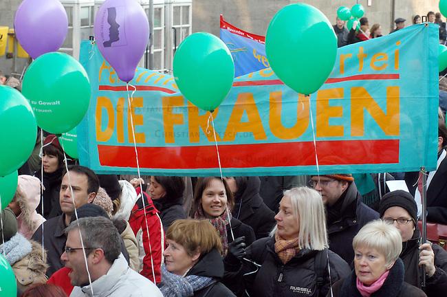 Demonstration gegen Gewalt an Frauen<br /> Samstag den 5. Maerz 2005 demonstrierten ca. 2000 Menschen unter dem Motto: &quot;NEIN zu Gewalt an Frauen&quot; durch die Stadtteile Neukoelln und Kreuzberg. Anlass fuer die Demonstration war der Internmationale Frauentag am 8. Maerz und die als Ehrenmord bezeichnete Ermordung einer jungen Frau aus der Tuerkei am 7. Februar 2005.<br /> Aufgerufen zu dieser Demonstration hatten die internationale Frauenorganisation &quot;terres des femmes&quot; und zahlreichen anderen politischen Frauenorganisationen.<br /> 5.3.2005, Berlin<br /> Copyright: Christian-Ditsch.de<br /> [Inhaltsveraendernde Manipulation des Fotos nur nach ausdruecklicher Genehmigung des Fotografen. Vereinbarungen ueber Abtretung von Persoenlichkeitsrechten/Model Release der abgebildeten Person/Personen liegen nicht vor. NO MODEL RELEASE! Nur fuer Redaktionelle Zwecke. Don't publish without copyright Christian-Ditsch.de, Veroeffentlichung nur mit Fotografennennung, sowie gegen Honorar, MwSt. und Beleg. Konto: I N G - D i B a, IBAN DE58500105175400192269, BIC INGDDEFFXXX, Kontakt: post@christian-ditsch.de<br /> Bei der Bearbeitung der Dateiinformationen darf die Urheberkennzeichnung in den EXIF- und  IPTC-Daten nicht entfernt werden, diese sind in digitalen Medien nach &sect;95c UrhG rechtlich geschuetzt. Der Urhebervermerk wird gemaess &sect;13 UrhG verlangt.]