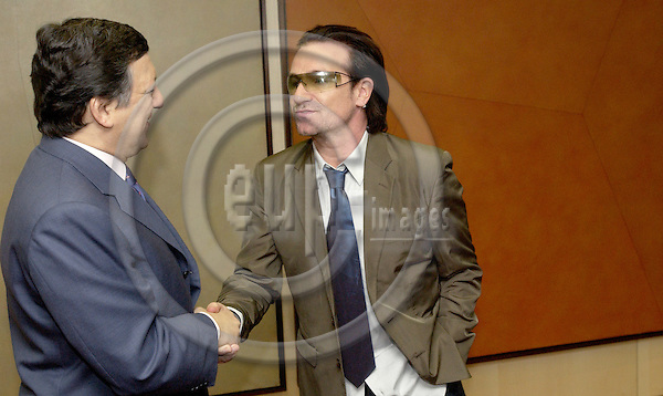 Brussels-Belgium - 18 April 2005---European Commission President Jose (José) Manuel BARROSO (le) receives BONO (ri), lead singer for U2 and a key campaigner on Africa; both aiming to appeal to EU leaders at the summit in Brussels the following week, to put their full political weight behind ambitious new development aid targets which would put the EU on track to double development aid in a decade (by 2015 / UN's Millenium Development Goals); at the HQ of the EC---Photo: Horst Wagner/eup-images