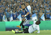 BOGOTA - COLOMBIA -28 -05-2015: Fernando Uribe (Izq) jugador de Millonarios disputa el balón con Frank Fabra (C) y German Mera (Der) jugadores de Deportivo Cali durante partido de ida en las semifinales de la Liga Águila I 2015 jugado en el estadio Nemesio Camacho El Campín de la ciudad de Bogotá./ Fernando Uribe (L) player of Millonarios fights for the ball with Frank Fabra (C) and German Mera (R) player of Deportivo Cali during the semifinal first leg match of the Aguila League I 2015 played at Nemesio Camacho El Campin stadium in Bogotá city. Photo: VizzorImage / Gabriel Aponte / Staff.