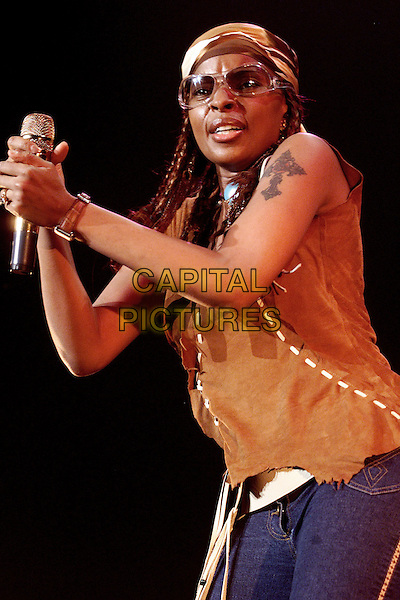 MARY J BLIGE.Live at Ahoy Stadium,.Rotterdam, 7th April 2004.www.capitalpictures.com.sales@capitalpictures.com.©Capital Pictures