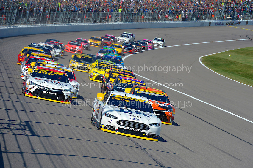 Polesitter Brad Keselowski (#2), Kyle Busch, (#18) and  Carl Edwards, (#19) lead the field at the start