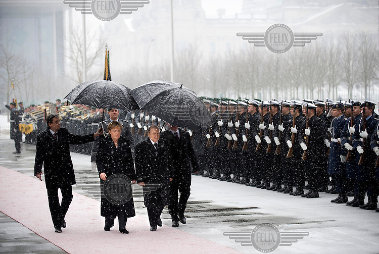 Abd al-Aziz Bouteflika, the president of Algeria, walks with Chancellor Merkel past an honour guard into the office of Chancellor.