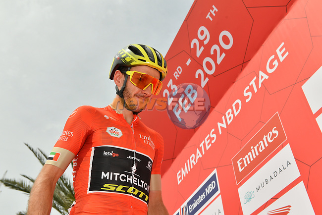 Race leader Adam Yates (GBR) Mitchelton-Scott at sign on before Stage 4 the Emirates NBD Stage of the UAE Tour 2020 running 173km from Dubai Zabeel Park to Dubai City Walk, Dubai. 26th February 2020.<br /> Picture: LaPresse/Massimo Paolone | Cyclefile<br /> <br /> All photos usage must carry mandatory copyright credit (© Cyclefile | LaPresse/Massimo Paolone)