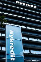 Peter Engberg Jensen (f&oslash;dt 6. april 1953) er en dansk erhvervsmand.<br /> <br /> Han blev i 1978 cand.polit. fra K&oslash;benhavns Universitet.<br /> <br /> Han var 1977-78 fuldm&aelig;gtig i Finansr&aring;det og 1978-86 chef&oslash;konom i Forenede Kreditforeninger, senere Nykredit. I 1986 blev han f&oslash;rst underdirekt&oslash;r siden koncernfondschef i Provinsbanken, i 1990 del af Danske Bank, her med ansvar for Finansafdelingen og i 1996 med titel af direkt&oslash;r. Han kom i 1997 tilbage til Nykredit som medlem af direktionen, hvor han i 2006 afl&oslash;ste Mogens Munk Rasmussen som administrerende direkt&oslash;r.<br /> <br /> Han har v&aelig;ret gift med Grete Sandberg Mortensen siden 1982 og har to drenge. Foto: Jens Panduro