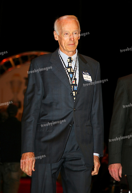 The Grand Final Breakfast, Melbourne Exhibition Centre 29-9-07, The VIP Guests arrive down the red carpet, Formetr Nth Melbourne football club President, Bob Ansett..