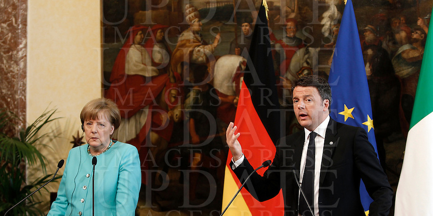 Il cancelliere tedesco Angela Merkel, sinistra, e il presidente del Consiglio Matteo Renzi durante la conferenza stampa congiunta a Palazzo Chigi, Roma, 5 maggio 2016.<br /> German Chancellor Angela Merkel, left, and Italian Premier Matteo Renzi during their joint press conference at Chigi Palace, Rome, 5 May 2016.<br /> UPDATE IMAGES PRESS/Isabella Bonotto
