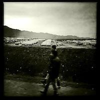 Fluechtlingslager des UNHCR in der Autonomen Kurdische Region Irak fuer die vor der Terrororganisation &quot;Islamischer Staat&quot; (IS) gefluechteten Jeziden an der Grenze zu Syrien.<br /> Auf einem schlammigen Gelaende muessen die Fluechtlinge bei Kaelte in Zelten leben.<br /> 13.12.2014, Autonome Kurdische Region Irak<br /> Copyright: Christian-Ditsch.de<br /> [Inhaltsveraendernde Manipulation des Fotos nur nach ausdruecklicher Genehmigung des Fotografen. Vereinbarungen ueber Abtretung von Persoenlichkeitsrechten/Model Release der abgebildeten Person/Personen liegen nicht vor. NO MODEL RELEASE! Nur fuer Redaktionelle Zwecke. Don't publish without copyright Christian-Ditsch.de, Veroeffentlichung nur mit Fotografennennung, sowie gegen Honorar, MwSt. und Beleg. Konto: I N G - D i B a, IBAN DE58500105175400192269, BIC INGDDEFFXXX, Kontakt: post@christian-ditsch.de<br /> Bei der Bearbeitung der Dateiinformationen darf die Urheberkennzeichnung in den EXIF- und  IPTC-Daten nicht entfernt werden, diese sind in digitalen Medien nach &sect;95c UrhG rechtlich geschuetzt. Der Urhebervermerk wird gemaess &sect;13 UrhG verlangt.]