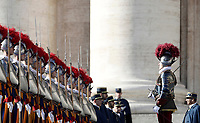 Le Guardie Svizzere in alta uniforme in Piazza San Pietro in occasione del messaggio Urbi et Orbi di Papa Francesco nel giorno di Natale, Citta' del Vaticano, 25 dicembre 2017.<br /> Swiss Guards in full uniform in St. Peter's Square on the occasion of the Pope Francis' Urbi et Orbi (to the city and the world) Christmas message, at the Vatican, on December 25, 2017.<br /> UPDATE IMAGES PRESS/Isabella Bonotto<br /> <br /> STRICTLY ONLY FOR EDITORIAL USE