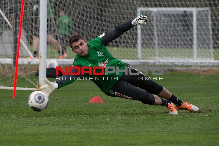 Trainingsgel&auml;nde, Jerez, ESP, 1.FBL, Trainingslager Werder Bremen 2014,  10.01.2014, <br /> <br /> Sebastian Mielitz (Bremen #1)<br /> <br /> Foto &copy; nordphoto/ Kokenge