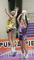 04 MAY 2007 - LOUGHBOROUGH, UK - Lauren Doyle - Loughborough Lightning (Purple) v Northern Thunder (Yellow). (PHOTO (C) NIGEL FARROW)