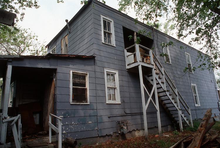 1995 April ..Conservation.Lamberts Point...Acquisitions.Rear Exterior & side.1247 West 37th Street...NEG#.NRHA#..CONSERV: Lambert2 4:1