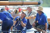 SKUTSJESILEN: EARNEWALD: 23-07-2013, SKS skûtsjesilen, d'Halve Maen, Schipper Berend Mink met adviseur Harry Amsterdam, ©foto Martin de Jong